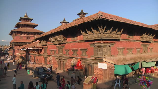 WS Traditional buildings and tourists in streets / Kathmandu, Nepal