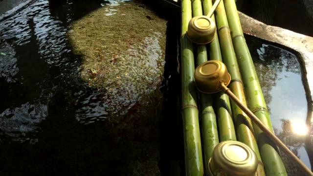 HD: traditionelle Kultur, waschen Sie Ihre Hände nach pond