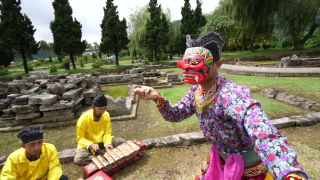 vídeos y material grabado en eventos de stock de traditional dance and traditional music from central java. - java