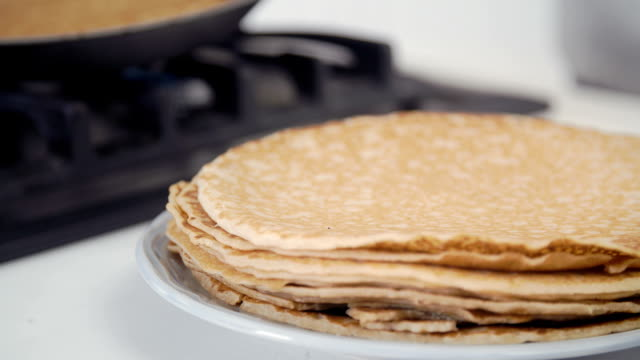 traditional dutch pancakes - pannenkoeken cneufoo595 - dutch culture stock videos and b-roll footage