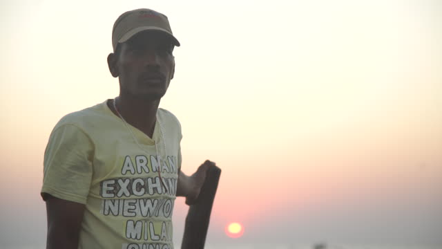 traditional fisherman on boat - india - t shirt stock-videos und b-roll-filmmaterial
