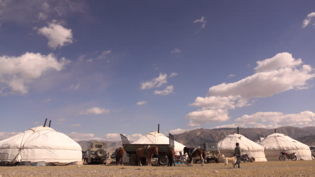 traditional ger - yurt - nomadic homes at golden eagle festival - 遊牧民族点の映像素材/bロール