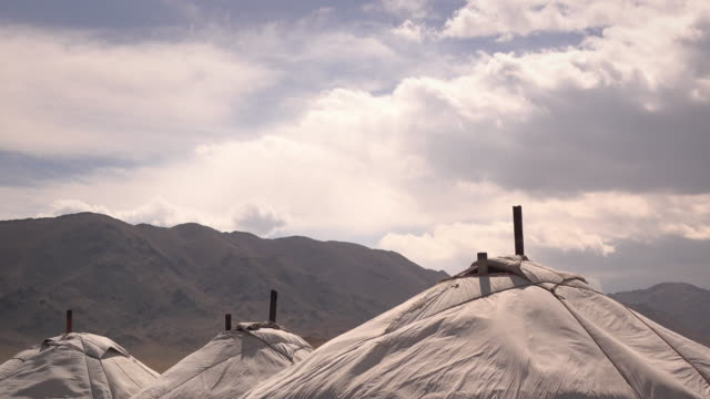 stockvideo's en b-roll-footage met traditional ger - yurt - nomadic homes at golden eagle festival - mongolië
