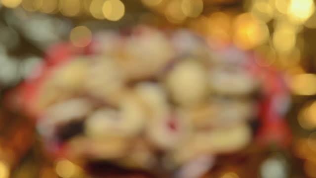 vídeos y material grabado en eventos de stock de ms r/f traditional german christmas cookies / landshut, bavaria, germany - fundido en negro