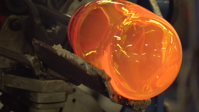 vidéos et rushes de traditional glass blowing - ireland - art et artisanat