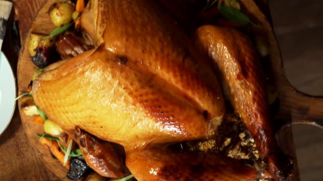 伝統的な祝日スタッフドターキーディナー - マッシュポテト点の映像素材/bロール