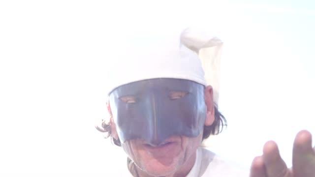 vídeos de stock, filmes e b-roll de máscara italiana tradicional - teatro clássico