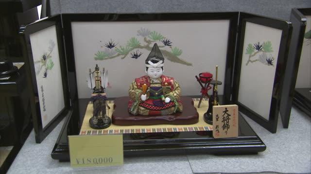 ms zi cu traditional japanese doll, kyoto, japan - kindertag stock-videos und b-roll-filmmaterial