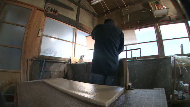 traditional japanese paper making, japan - 技能点の映像素材/bロール