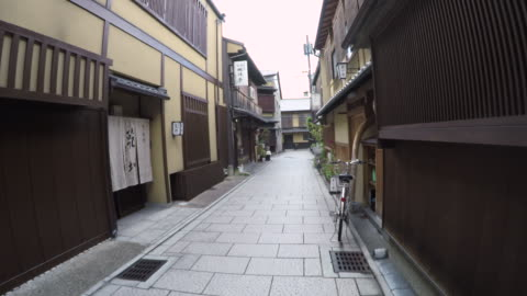 traditional japanese street in kyoto japan - 路地点の映像素材/bロール