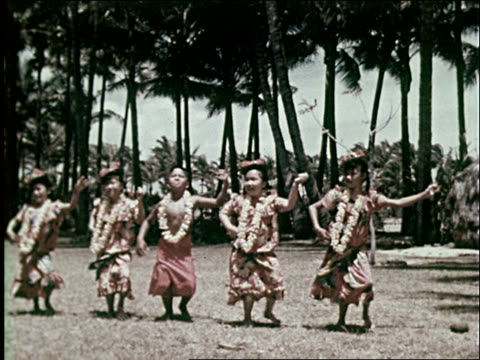 1959 traditional life in hawaii - 草葺小屋点の映像素材/bロール