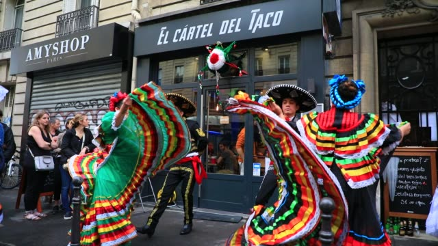 "traditional mexican dancers perform in front of the restaurant ""el cartel del taco"" during the annual music day ""fete de la musique"" on june 21, 2020... - latin american and hispanic ethnicity stock videos & royalty-free footage"