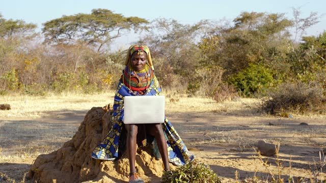 traditional muhila woman working on her laptop - tradition stock videos & royalty-free footage