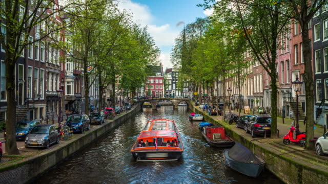 traditional old buildings in amsterdam, netherlands - 4k cityscapes, landscapes & establishers - canal stock videos & royalty-free footage