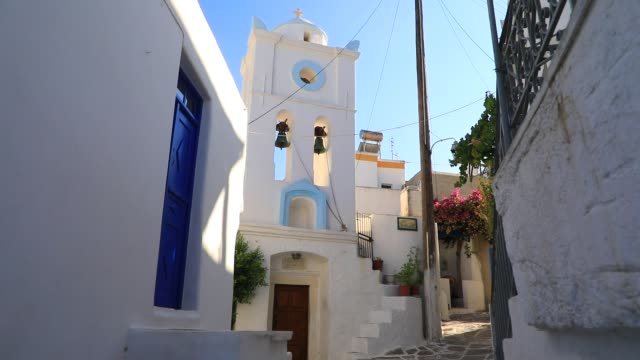 vídeos y material grabado en eventos de stock de traditional orthodox church pictured on august 21, 2020 in lefkes, greece. the island of paros has seen increasing tourist numbers in recent years,... - cultura mediterránea