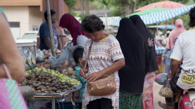 traditional outdoor farmers market rural thailand - thai ethnicity stock videos & royalty-free footage