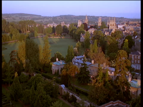 stockvideo's en b-roll-footage met traditional oxford countryside and buildings stretching to horizon, detail of various church spires with residential hills in background - torenspits