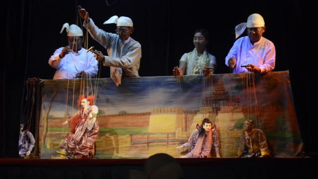 traditional puppet show in mandalay, myanmar - pupazzo video stock e b–roll