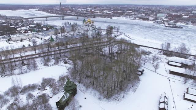 Traditionelle russische Dorf im winter