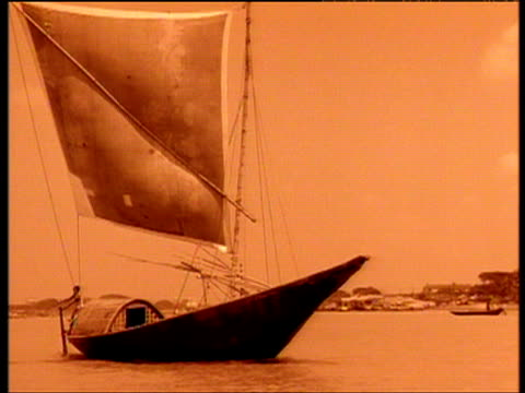 stockvideo's en b-roll-footage met traditional sailing boat rowed across river sepia effect kashmir - sepiakleurig