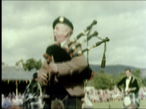 vídeos de stock, filmes e b-roll de 1953 traditional scottish sports and highland dancing - escócia