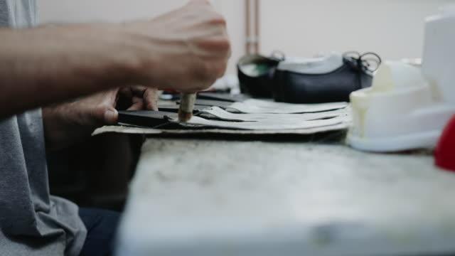 traditionelle schuhherstellung - exklusiv stock-videos und b-roll-filmmaterial