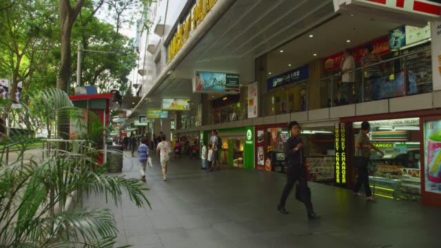 vídeos de stock e filmes b-roll de traditional shopping arcade along orchard road - shopping centre