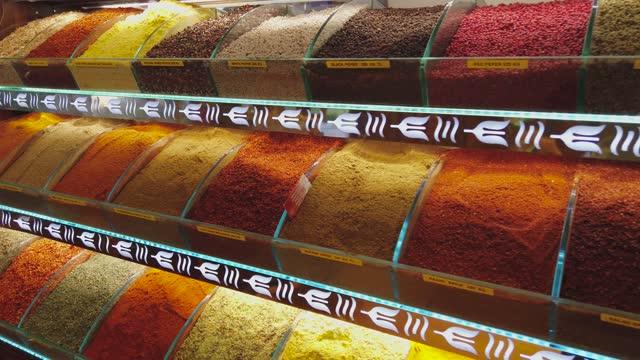 mercato tradizionale delle spezie - bazar delle spezie video stock e b–roll
