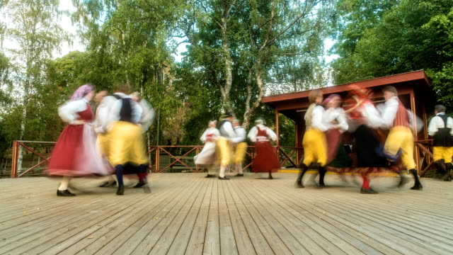 stockvideo's en b-roll-footage met traditional swedish dance time lapse - traditie