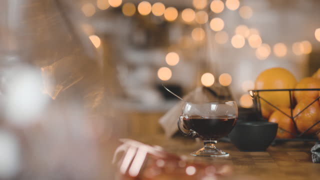 stockvideo's en b-roll-footage met traditionele zweedse glögg warme wijn cinemagraph - kerstversiering