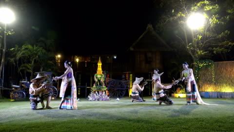 vídeos y material grabado en eventos de stock de show de danza tailandesa tradicional 4k - cultura tailandesa