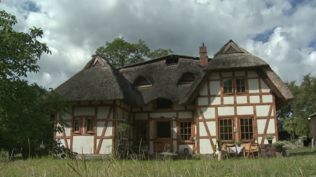 cs, traditional thatched roof farmhouse, schleswig holstein, germany, cu - thatched roof stock videos and b-roll footage