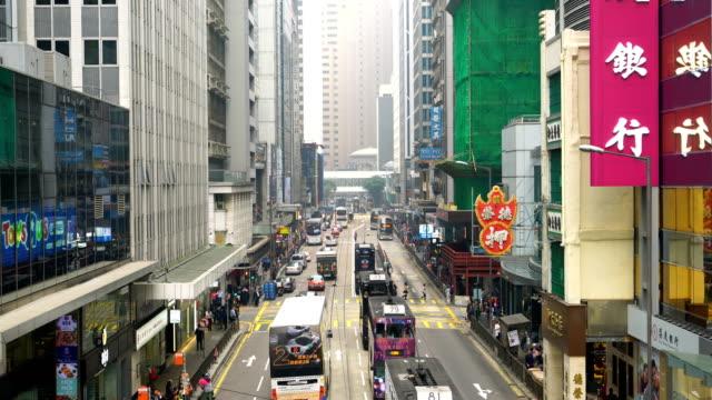 stockvideo's en b-roll-footage met traditionele tram auto's in in hong kong - hong kong
