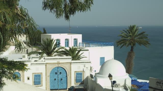 stockvideo's en b-roll-footage met traditional tunisian house overlooking the mediterranean. - noord afrika