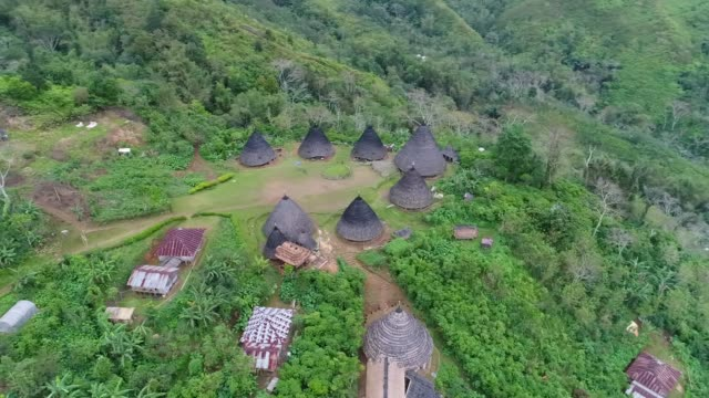 stockvideo's en b-roll-footage met traditional village wae rebo on flores island in indonesia. - flores indonesië