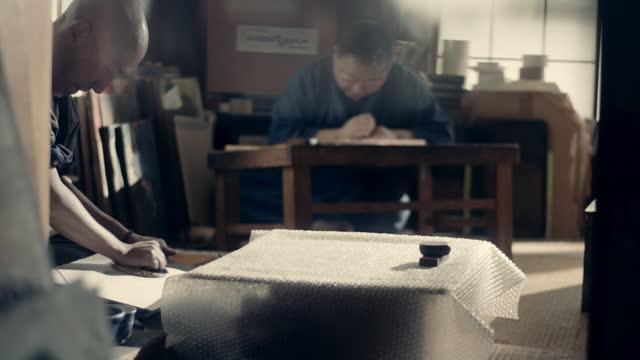 traditional woodblock print shop, japan - arti e mestieri video stock e b–roll