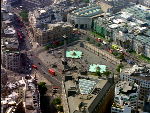 aerial trafalgar square in london / zoom in to nelson's column - trafalgar square stock-videos und b-roll-filmmaterial