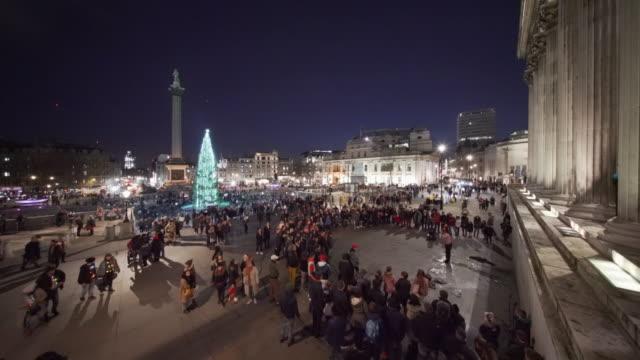 trafalgar square london at christmas - トラファルガー広場点の映像素材/bロール