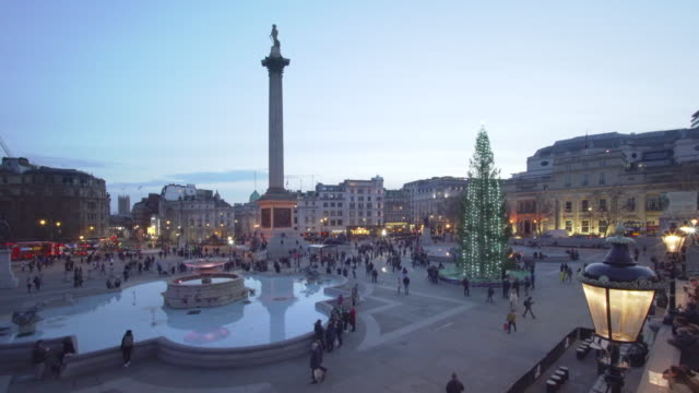 trafalgar square london at christmas - fountain stock videos & royalty-free footage