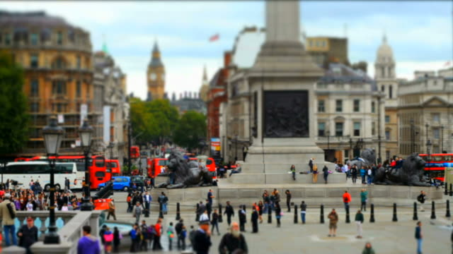 trafalgar square with tilt shift effect - wahrzeichen stock videos & royalty-free footage