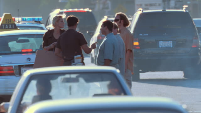 stockvideo's en b-roll-footage met a traffic accident occurs at sunset blvd. and laurel canyon in los angeles, california. - slachtoffer