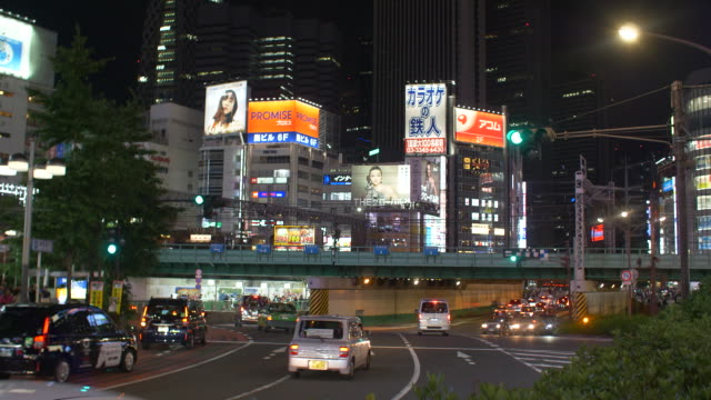 traffic along a busy street going under a bridge in tokyo, japan. - (war or terrorism or election or government or illness or news event or speech or politics or politician or conflict or military or extreme weather or business or economy) and not usa点の映像素材/bロール