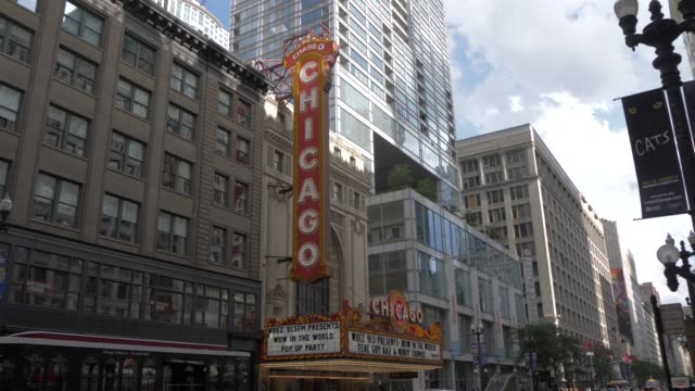 traffic and cibc theatre on monroe street, chicago, illinois, united states of america, north america - chicago illinois stock videos & royalty-free footage