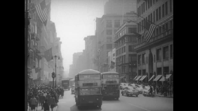 vídeos de stock, filmes e b-roll de 1948 nyc - traffic and commuters on third avenue - 1948