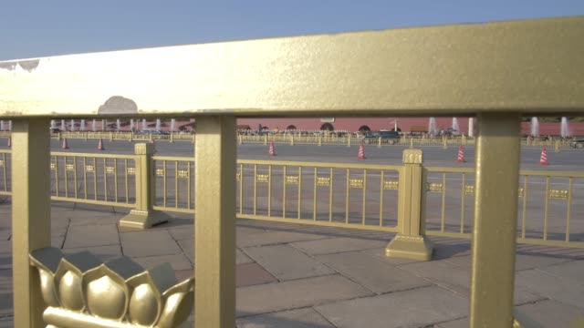 vídeos y material grabado en eventos de stock de traffic and gate of heavenly peace, forbidden city, unesco world heritage site, beijing, china, east asia - puerta de la paz celestial de tiananmen