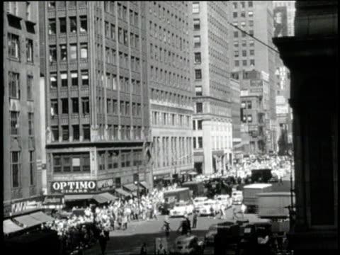 vídeos y material grabado en eventos de stock de traffic and pedestrians crowd 7th avenue in new york city, new york. - 7th avenue