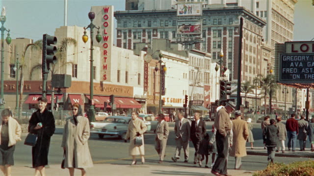 1959 montage traffic and pedestrians in canal street, new orleans, louisiana, usa - 1950 1959 個影片檔及 b 捲影像