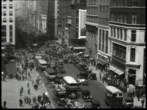 1932 montage traffic and pedestrians on 5th avenue in manhattan / new york city, new york, united states - 1932 stock-videos und b-roll-filmmaterial