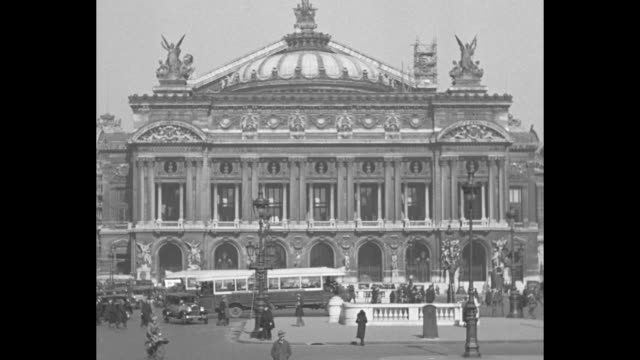 traffic and pedestrians pass in front of palais garnier / note: exact year not known - オペラ座点の映像素材/bロール