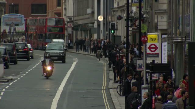 traffic and pedestrians travel along fleet street in central london.  - fleet street stock videos & royalty-free footage